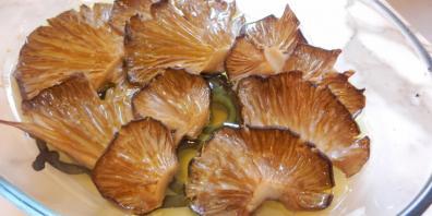Pleurotus mushrooms with lemon and garlic